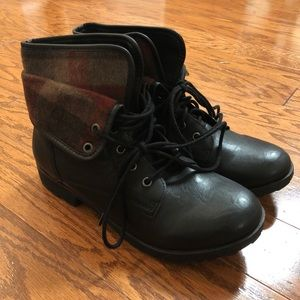d2ad29e2dce Rock & Candy Black/Plaid Lace-Up Boots - Size 10 NWT